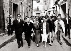 Walk through the streets of Arles, 1950
